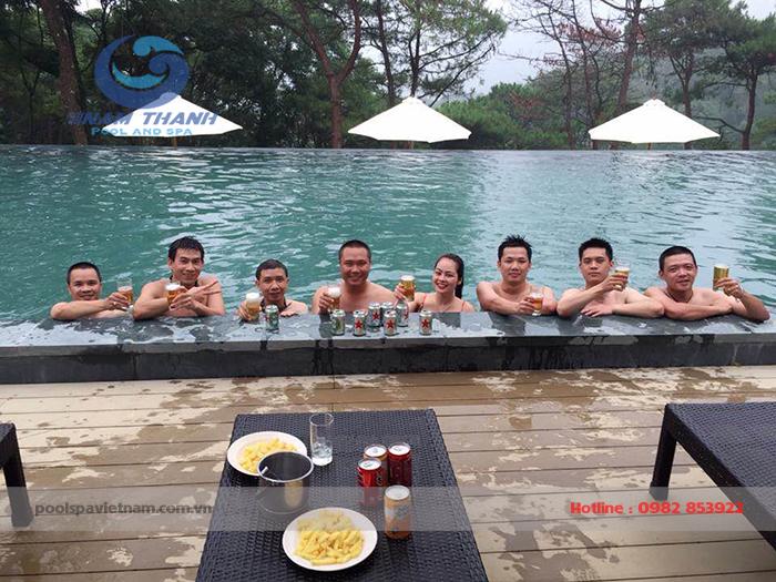 Bể Bơi diện tích rộng đáp ứng nhu cầu sử dụng của lượng lớn du khách đến nghỉ dưỡng